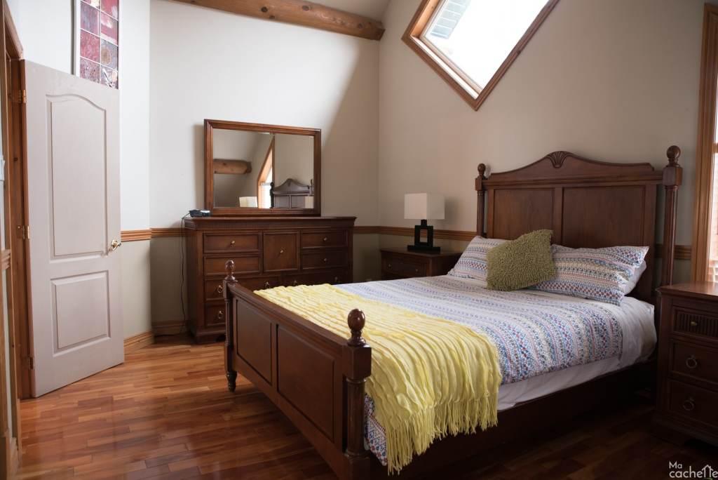 Domaine forêt d'eau - Chalet 16 personnes à louer au lac Simon en Outaouais - Chambre avec lit queen