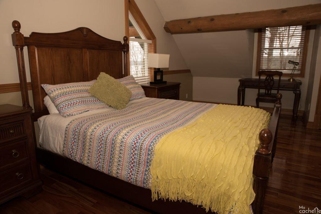 Domaine forêt d'eau - Chalet 16 personnes à louer au lac Simon en Outaouais - Chambre avec lit queen et boudoir