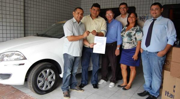 Prefeito Kerginaldo Pinto faz entrega das chaves do veículo aos conselheiros tutelares