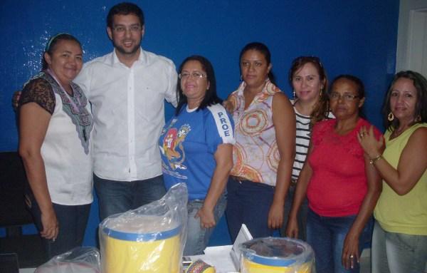 Secretário Rodrigo Aladim com diretores de escolas atendidas pelo programa