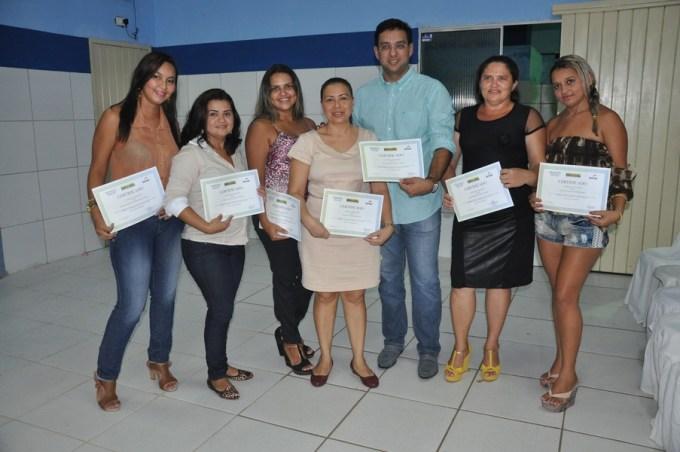 Secretário de educação, Rodrigo Aladim com concluintes do Pronatec