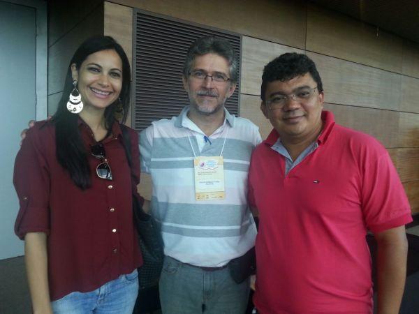 AArticuladora do Selo UNICEF, Simone Fonseca, com o pesquisador Paulo Frias, do grupo de estudos de gestão e avaliação em saúde - GEAS-MIP , e o Prefeito Kerginaldo Pinto