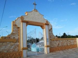 Cemitérios passam por limpeza para o Dia dos Pais