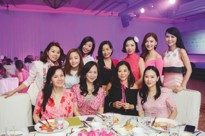 guests-to-attend-pink-charity-lunch_4