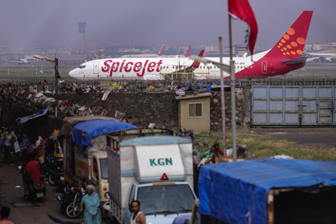 SpiceJet strikes Rs 1.5 L cr deal with Boeing