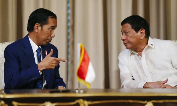 Trump praises Duterte for an 'unbelievable job' on drug issue