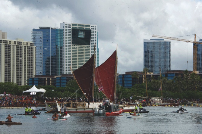 Canoe returning to Hawaii after epic round-the-world voyage