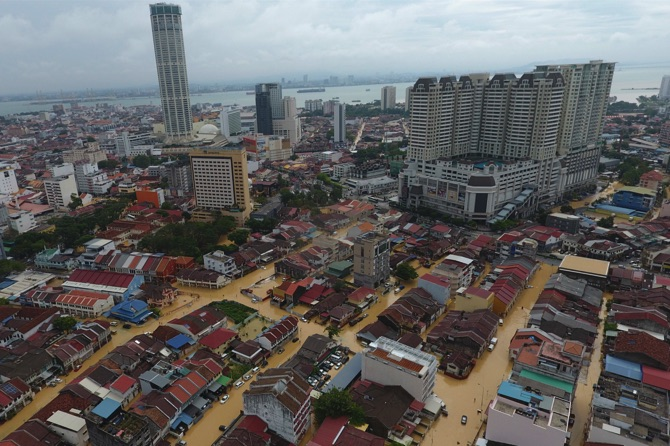 Typhoon Damrey: Three Dead, 2,000 Evacuated As