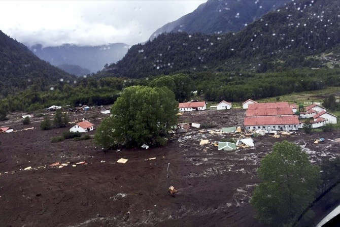 3 people killed, 15 missing after mudslide hits Chilean village