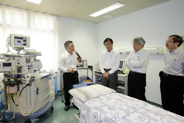Alexis Tam unsure of Coloane hospital opening
