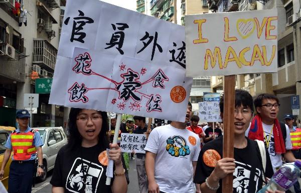Macau private teachers demand more pay