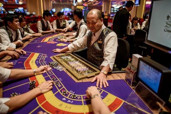 Gaming workers call for anti-smoking sleuths in casinos 24 hours