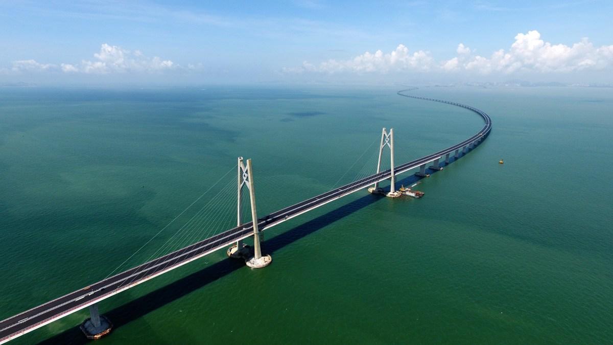 Surfacing of Hong Kong-Zhuhai-Macau main body is completed
