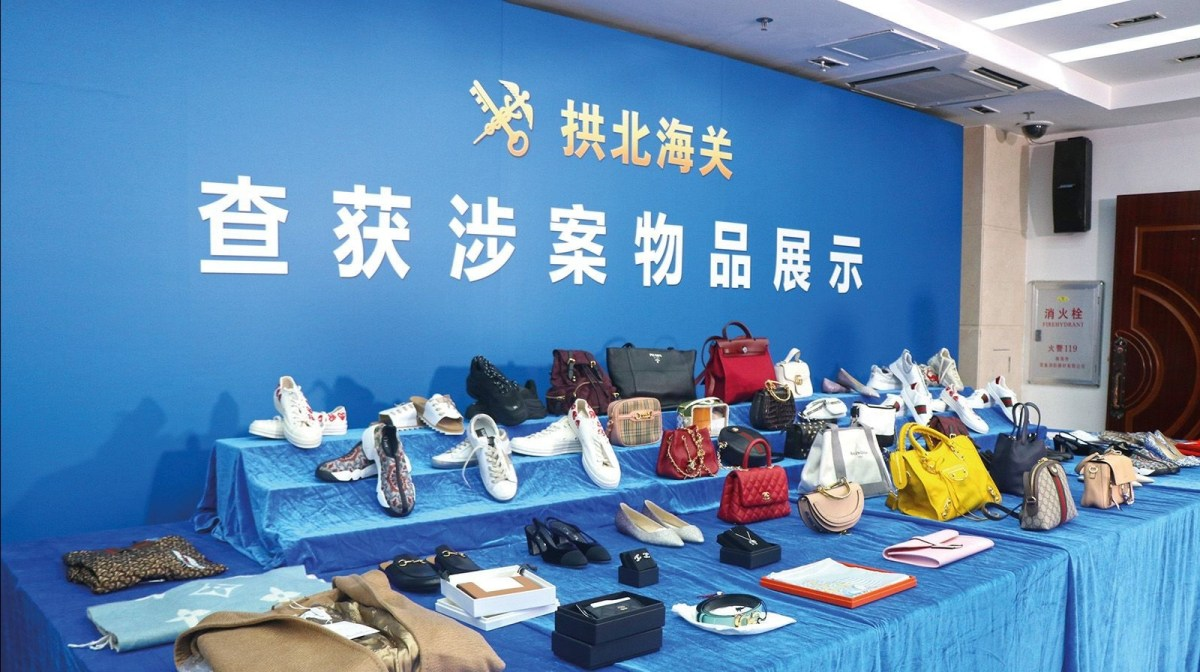 Gongbei Customs busts luxury goods smuggling gang