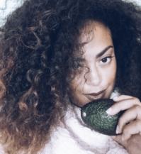avocado haarmaskers voor krullen en kroeshaar