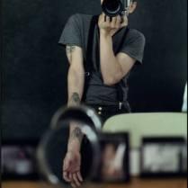 """Leo Carreño - Artista multidisciplinario y autodidacta sus trabajos incluyen procesos escultóricos, performáticos y fotográficos. Especializado desde 2004 en la dirección general y artística de videoclips musicales para disqueras y artistas independientes. Como VJ; Es parte del colectivo Colombo-Alemán """"Periferic"""" donde se vincula en 2008, elaborando piezas de video escenográficas y mapping para las obras """"Autorretrato con Mascara"""", de la coreógrafa Martha Hincapié, con la cual se presentaron en diversas ciudades de Europa obteniendo el premio del público en el Festival de Danza 100 grados de la ciudad de Berlín; Y la obra Transparente, actualmente adaptada al cine (Dir: Diana Salcedo. Dir Foto: Leo Carreño) y presentada en el marco oficial de El Bogotá Audiovisual Market (BAM 2013) y seleccionada para el American Dance Festival / International Screendance Festival 2013 y FILE brazil 2014."""