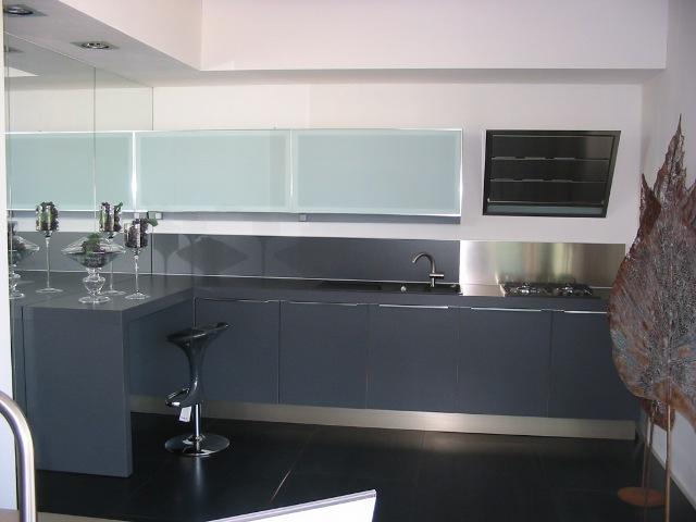 Cucina Grigia Colore Pareti.Cucina Bianca E Grigia Colore Pareti Large Format