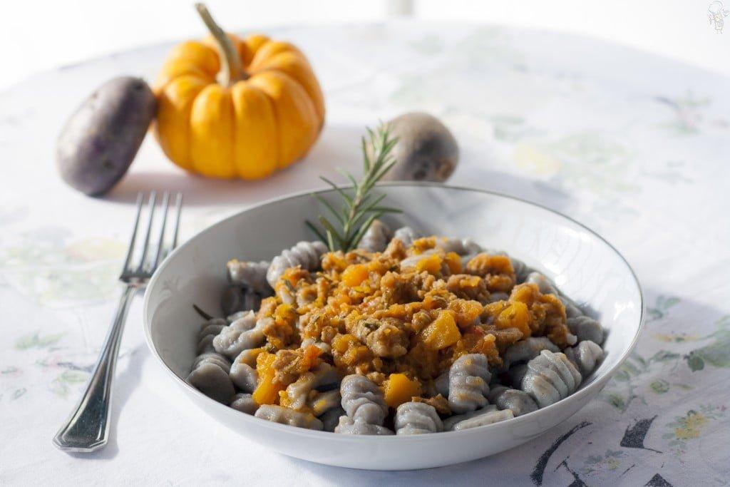 gnocchi-patate-viola-zucca-e-salsiccia