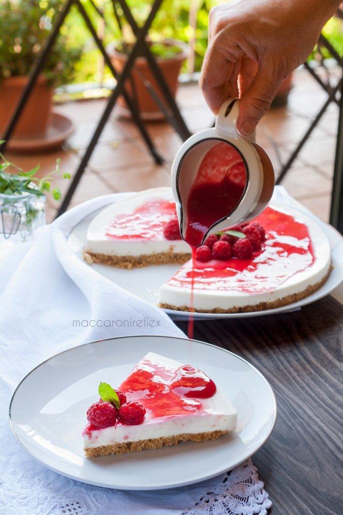 Cheesecake ricotta e yogurt greco con lamponi senza cottura