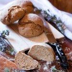 Pane integrale allo yogurt con semi misti e olive - ricetta facile