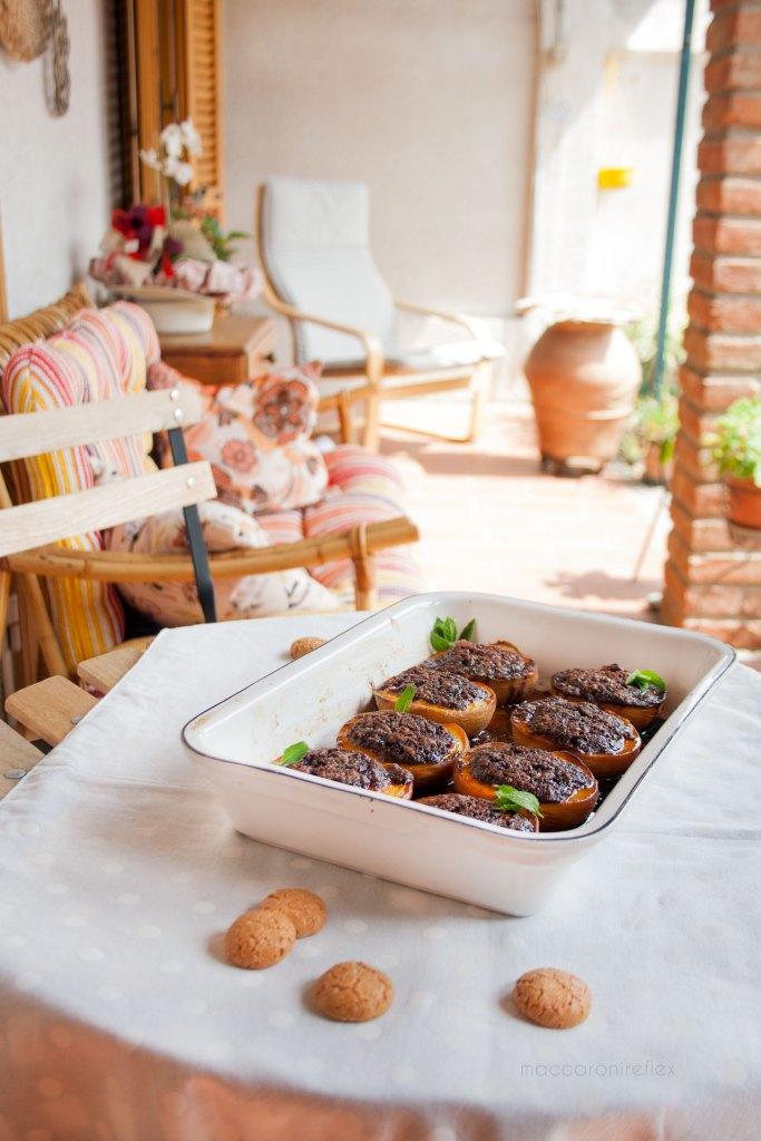 Pesche ripiene con cacao e amaretti alla piemontese