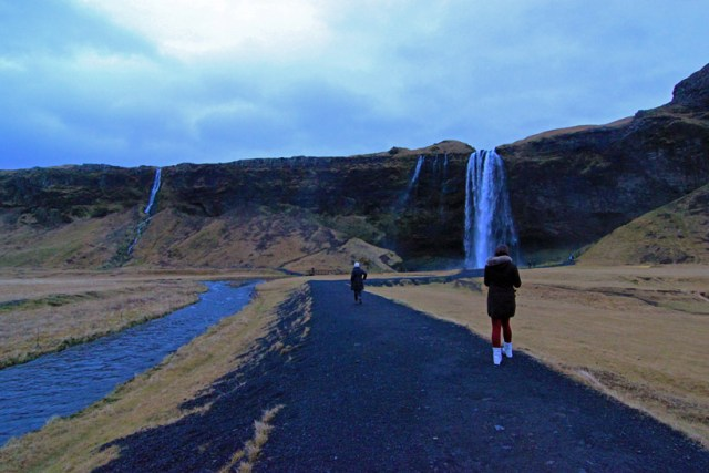 Walking to Seljalandsfoss waterfall