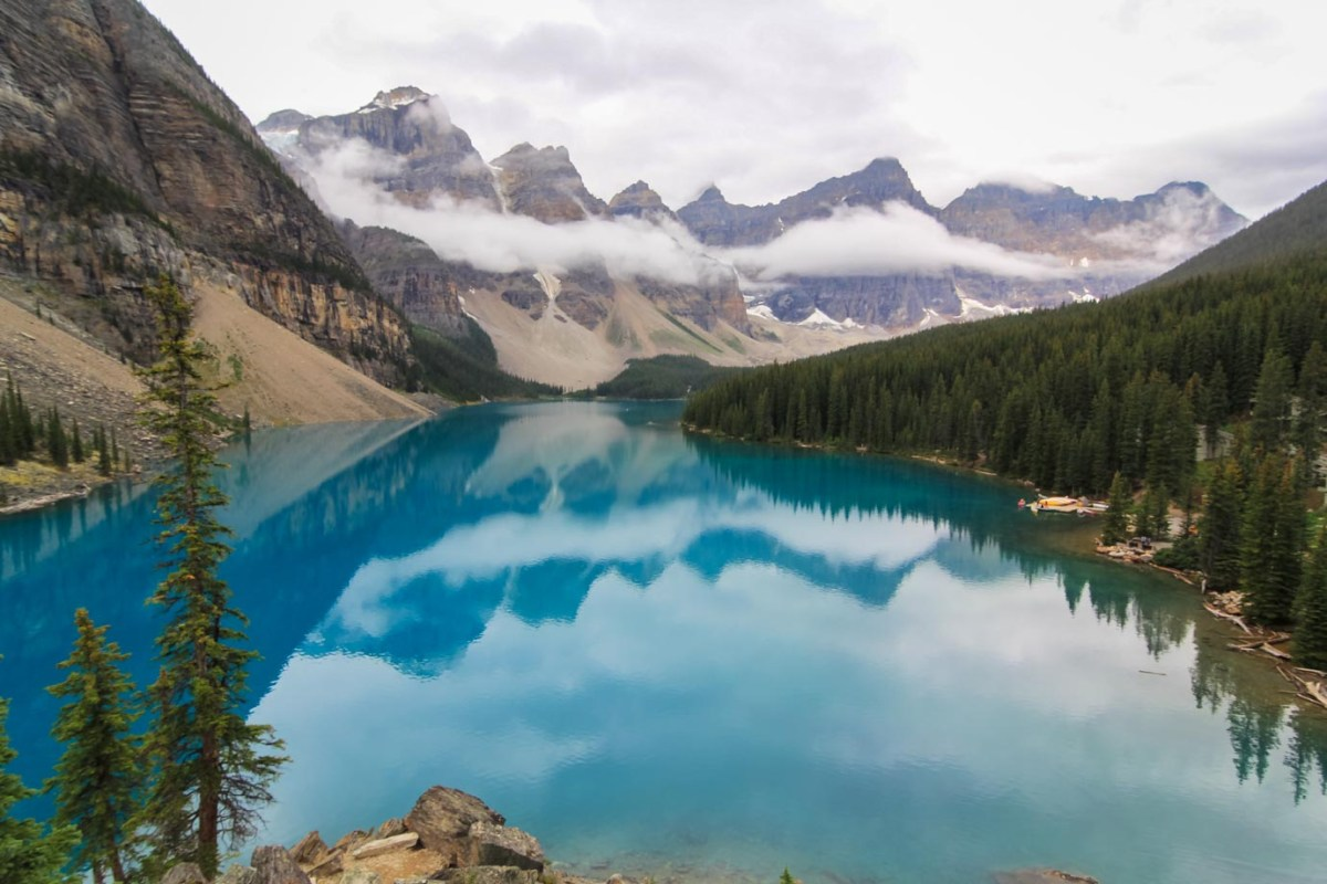 The stunningly beautiful Lake Moraine in Canada