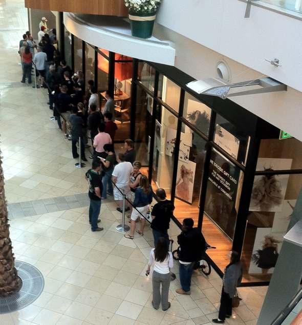 Apple Store Millenia Mall Orlando iPad 2 line