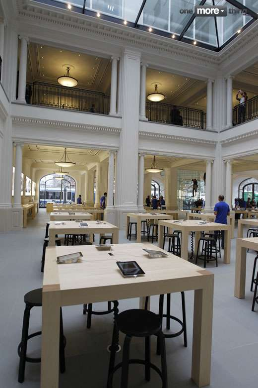 Apple Store Amsterdam (photo : One More Thing)