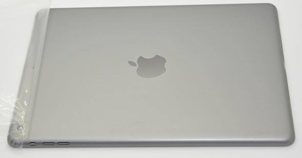 "Apple's 5th generation iPad in ""Space Gray"" (photo: SonnyDickson.com)"