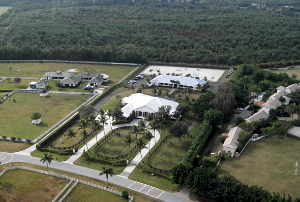The Jobs' new 10,043-square-foot home in Wellington, Floriday, features four bedrooms and 5.5 bathrooms  Read more: http://www.dailymail.co.uk/news/article-3689123/Steve-Jobs-widow-buys-15million-ranch-Florida-just-weeks-tech-rival-Bill-Gates-completed-purchase-entire-street-TOWN-daughters-compete-elite-equestrian-competitions.html#ixzz4EPG718z9  Follow us: @MailOnline on Twitter | DailyMail on Facebook