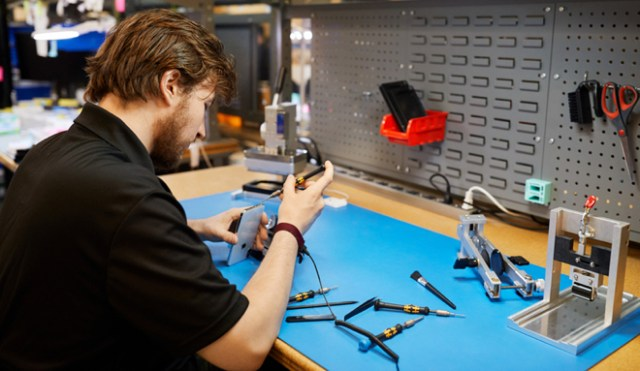 More independent repair businesses will have access to the same genuine parts, tools and other resources as Apple Authorized Service Providers. Apple-genuine parts go through extensive testing for quality, integrity and reliability.