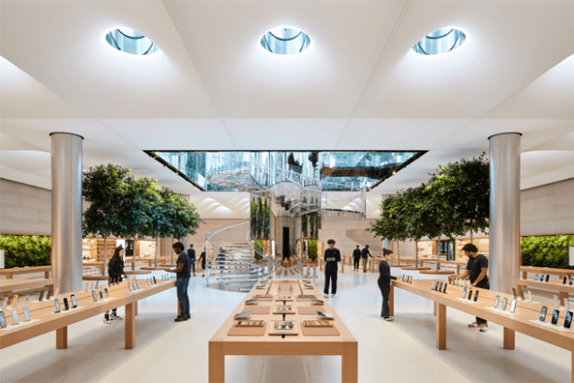 The new Apple Fifth Avenue is nearly double the size of the original, with a higher ceiling and more natural light, creating the perfect stage for customers to discover and try Apple's newest products.