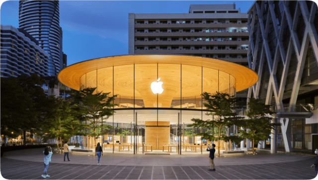 Apple Central World is nestled in the heart of Ratchaprasong, Bangkok's iconic intersection.