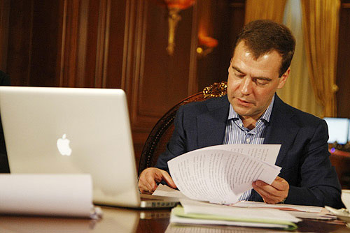 Russian President Dmitry Medvedev and his Mac