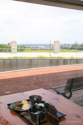 大きな窓からは太平洋が見れます。