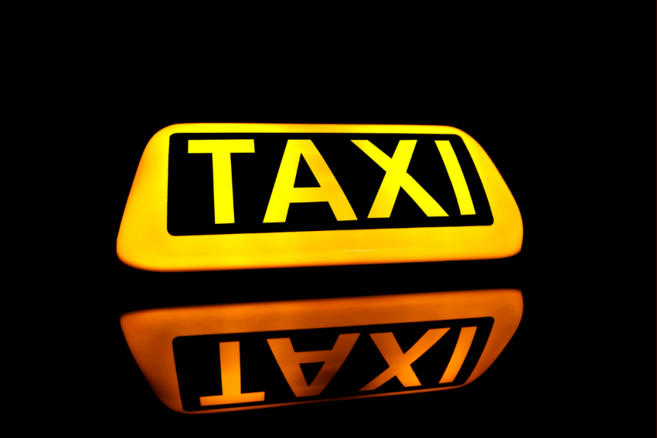letreiro escrito taxi