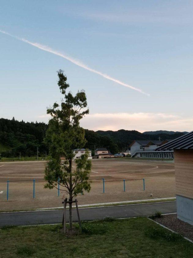 祭の後。夕方の飛行機雲(東舘・男性)