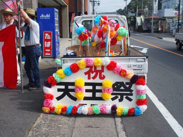 飾り付け開始:石田区のテントの飾り付けが始まりました。(東舘・男性)