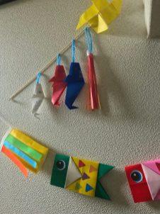 こどもの制作、折り紙のこいのぼり(小田川・女性)