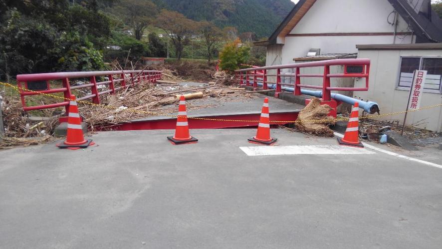高地原地区の落ちた橋です。氾濫のすごさを物語っています。(東館・男性)