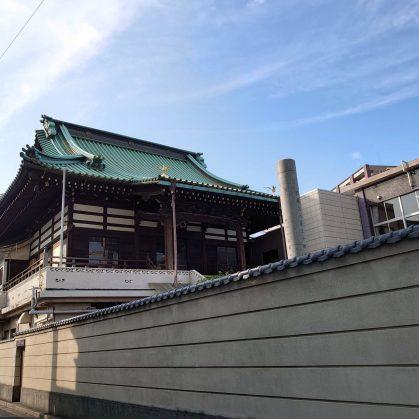二階建ての趣のあるお寺です。