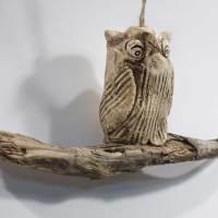 Die Eule auf dem Ast - Keramik auf Schwemmholz