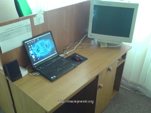 Biurko posprzątane