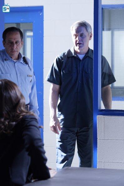 conviction-1x13-11