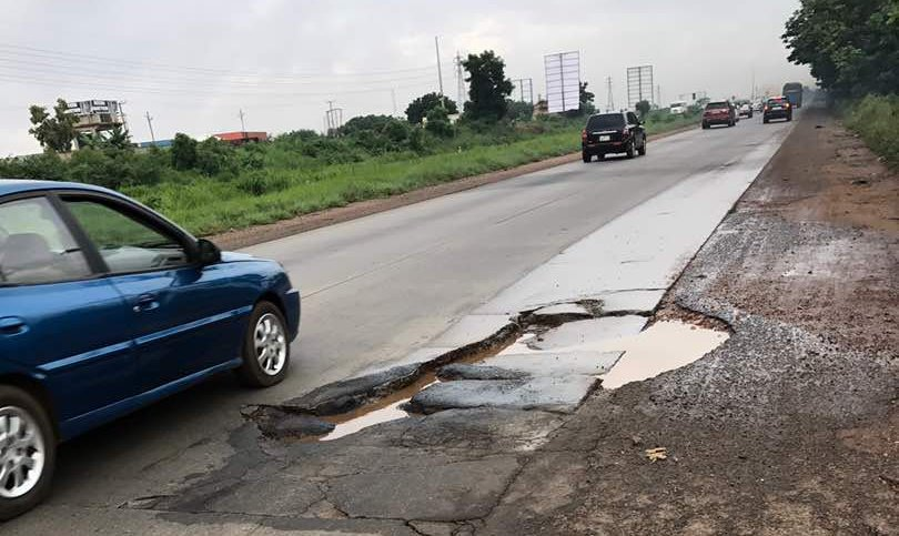 pothole-on-accra-tema-motorway