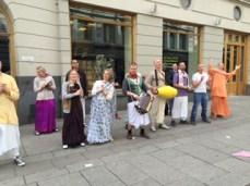 Norwegians singing Indian songs