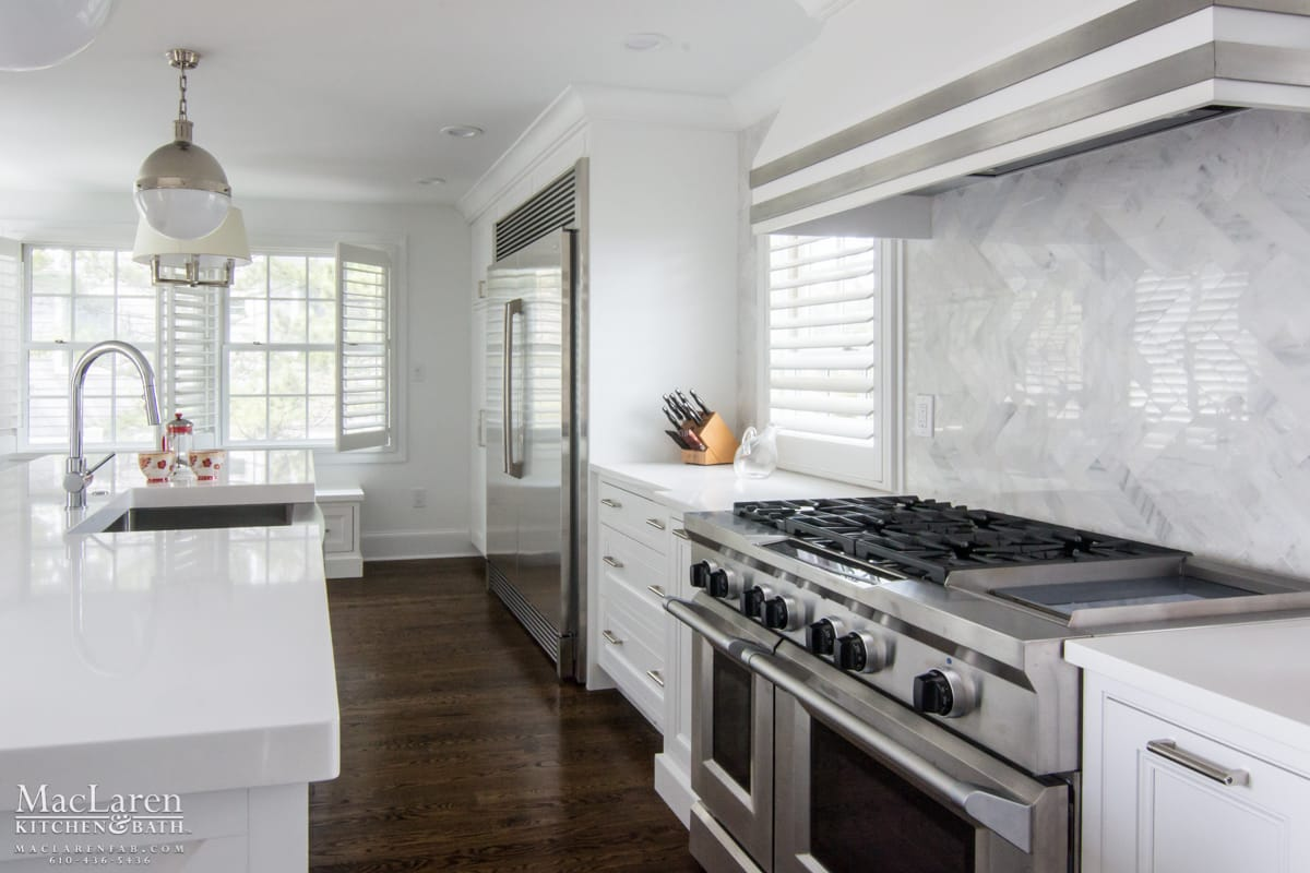 A Streamlined Hood Over A Large Range To Accommodate Many Guests