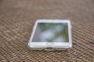 Capa Liquid Crystal para iPhone 7, da Spigen