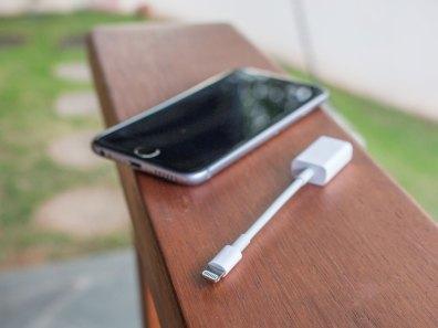Adaptador de Lightning para câmera com USB
